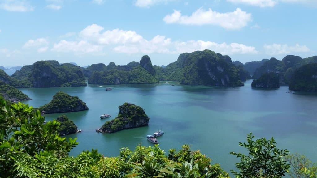 Panorama des bekannten Aussichtsortes über die Halong Bucht