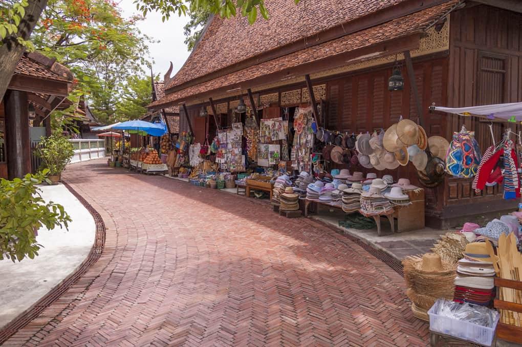 Strasse des alten Marktes im Freilichtmuseum Mueang Boran - Ancient City