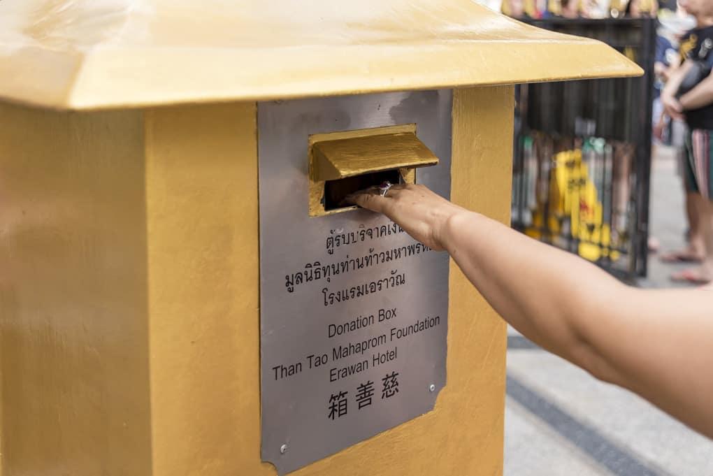 Spendenbox am Erawan-Schrein in Bangkok