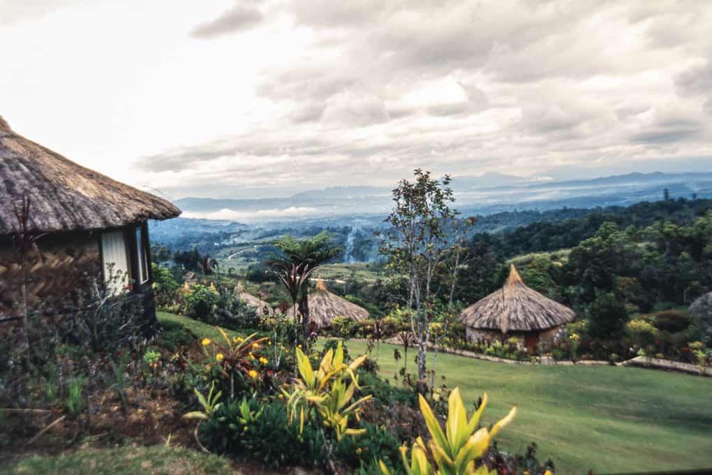Die Hütten der Ambua Lodge in Papua-Neuguinea