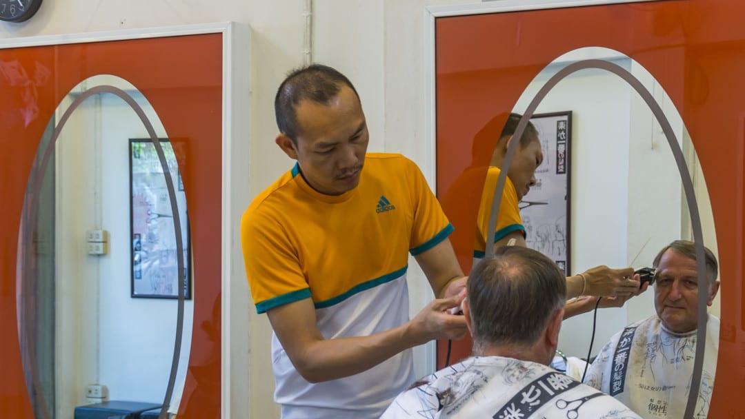 Wochentage in Thailand ein Haarschnitt am Montag bringt Gesundheit und Glück