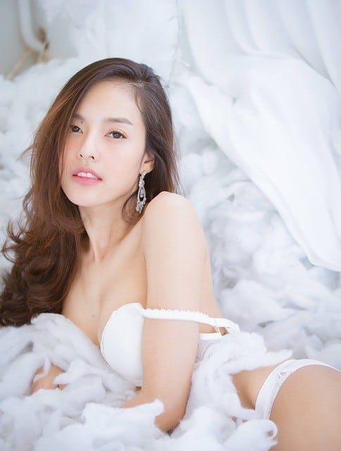 Junge und hübsche Asiatin