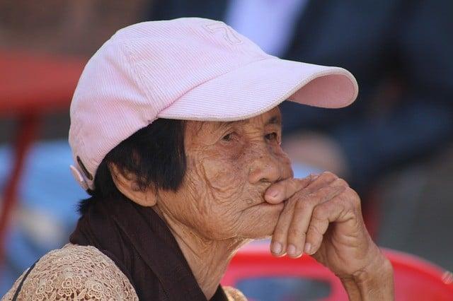 Bild einer älteren thailändischen Frau