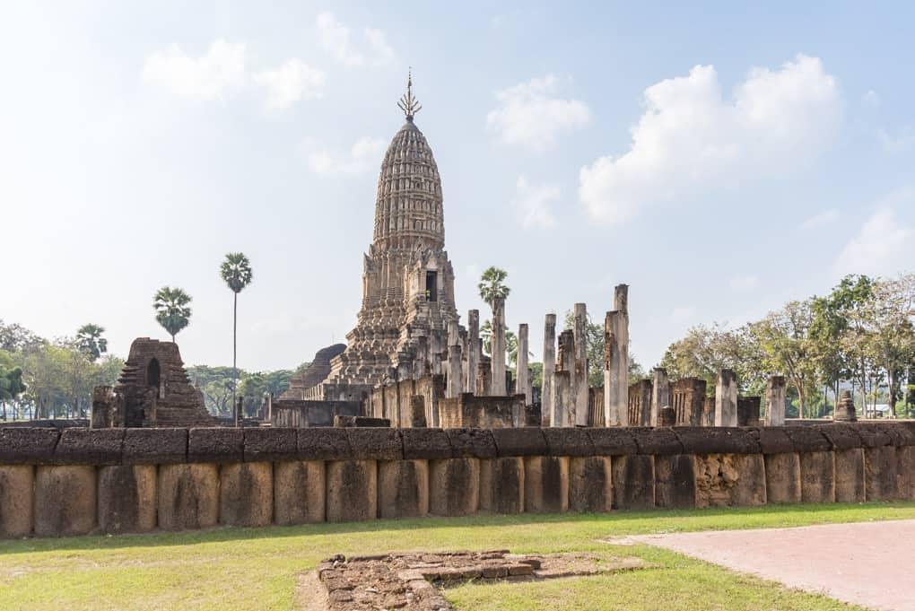 Wat Phra Si Rattana Mahathat in Chaliang