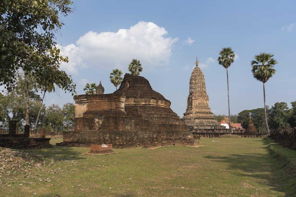Überblick über War Phra Si Rattana Mahathat Chaliang