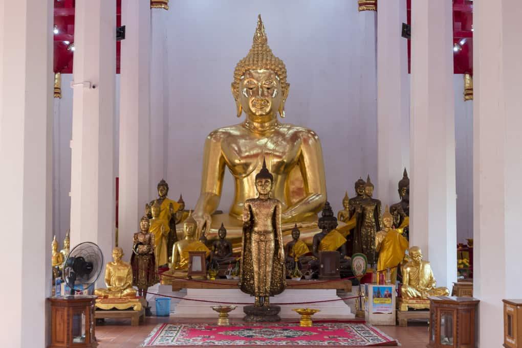 Goldener Buddha im Obosot vom Wat Phra Si Rattana Mahathat