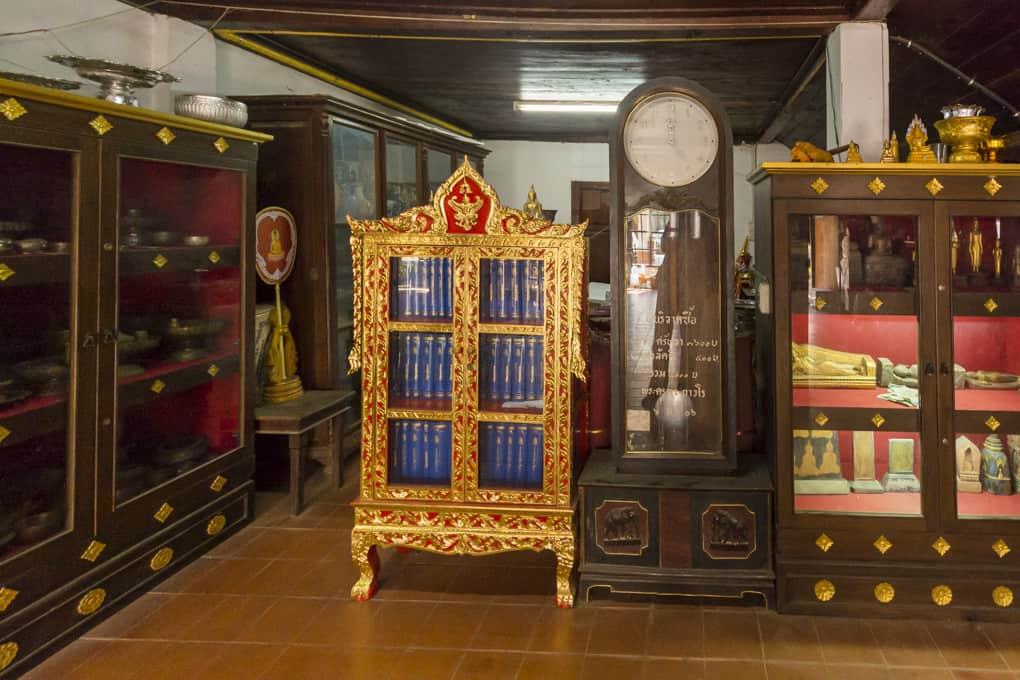 Ausstellungsstücke im Wat Phrathat Lampang Luang