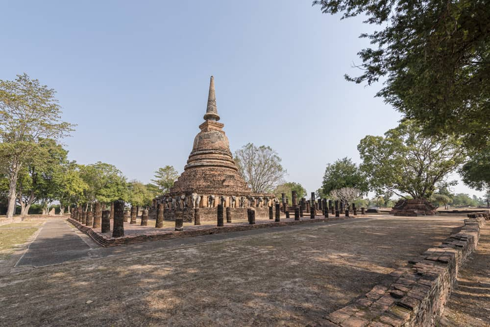 Wat Chang Lom Chedi mit den Resten des Wandelganges