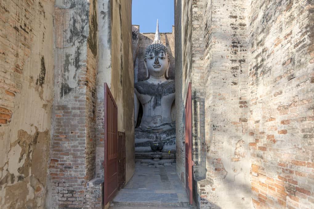 Eingang zum grossen Buddha im Wat Si Chum Sukhothai