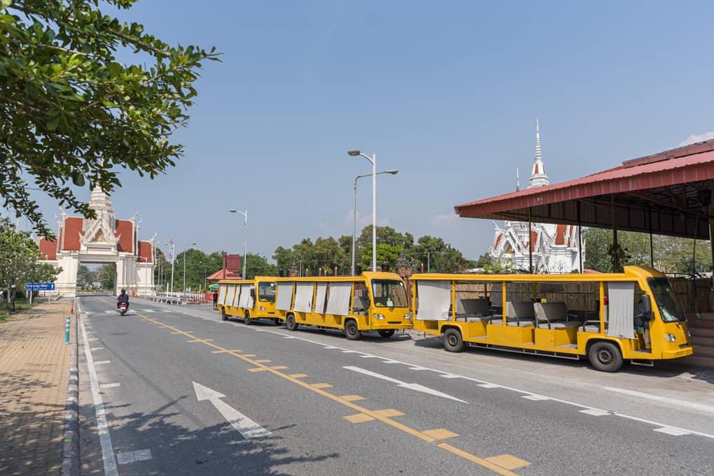 Busstation mit den Bussen