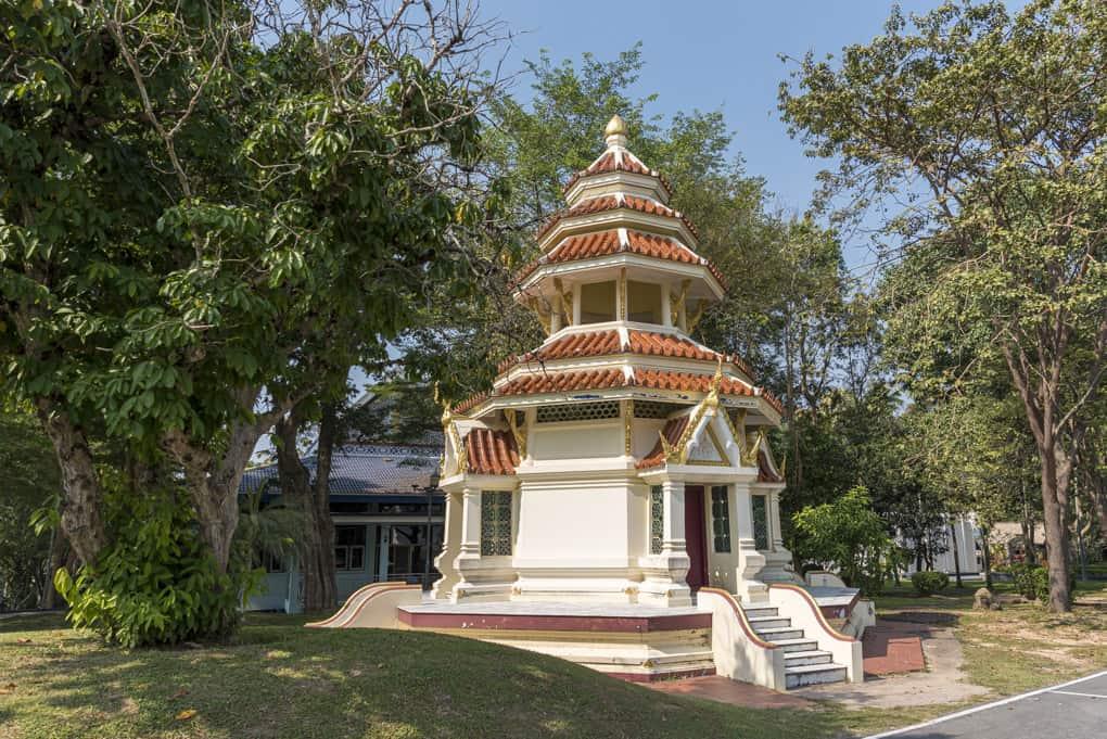 kleiner chinesischer Tempel im Wat Yansangwararam