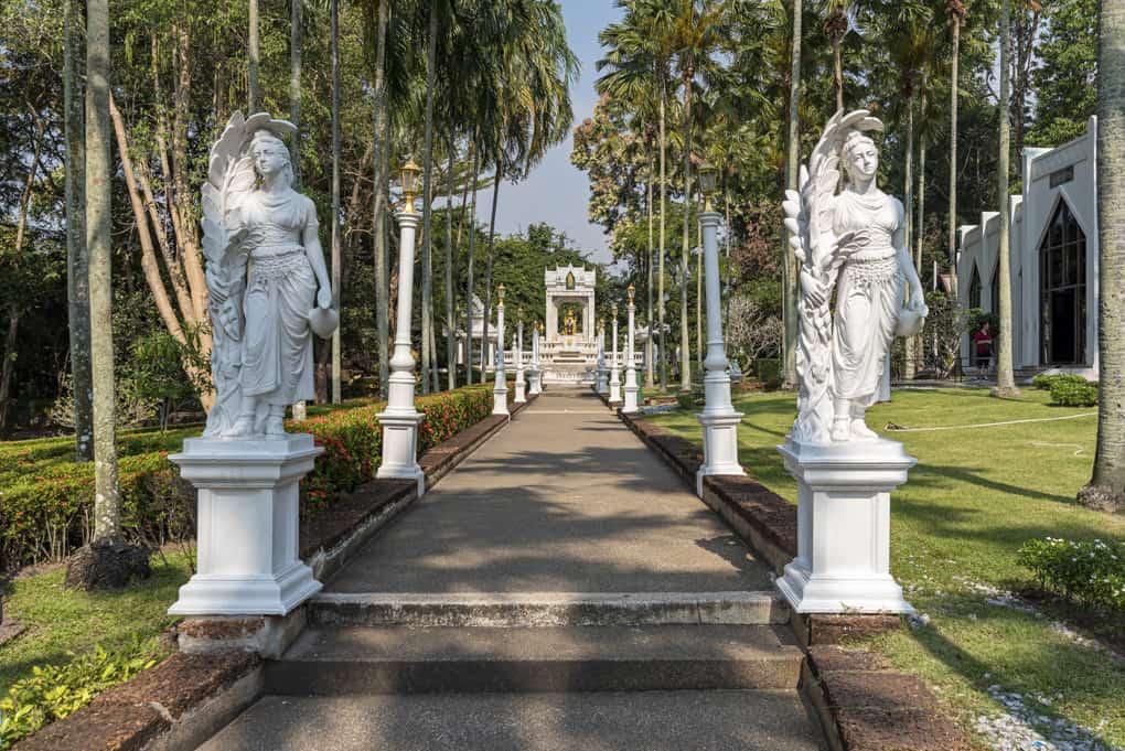 Eingang zum Ehrenmahl im Tempel in Pattaya - Thailand