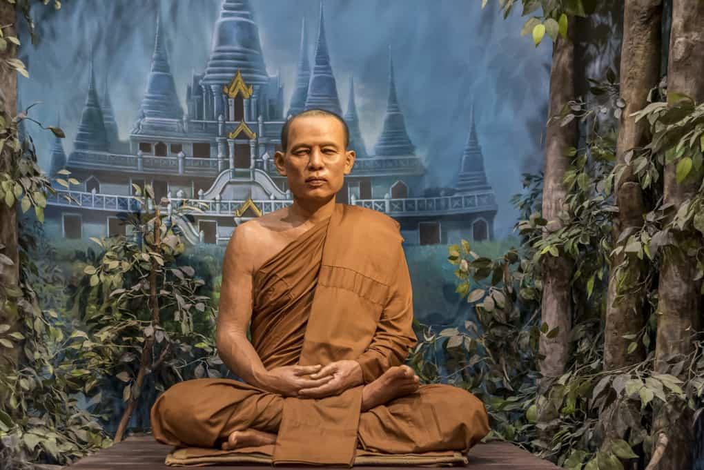 Meditierender Mönch als Nachbildung