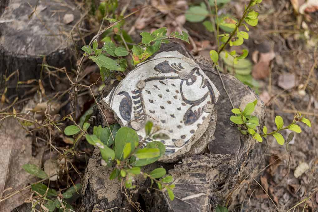 Fund eines Keramikscherbens aus der Sukhothai-Epoche