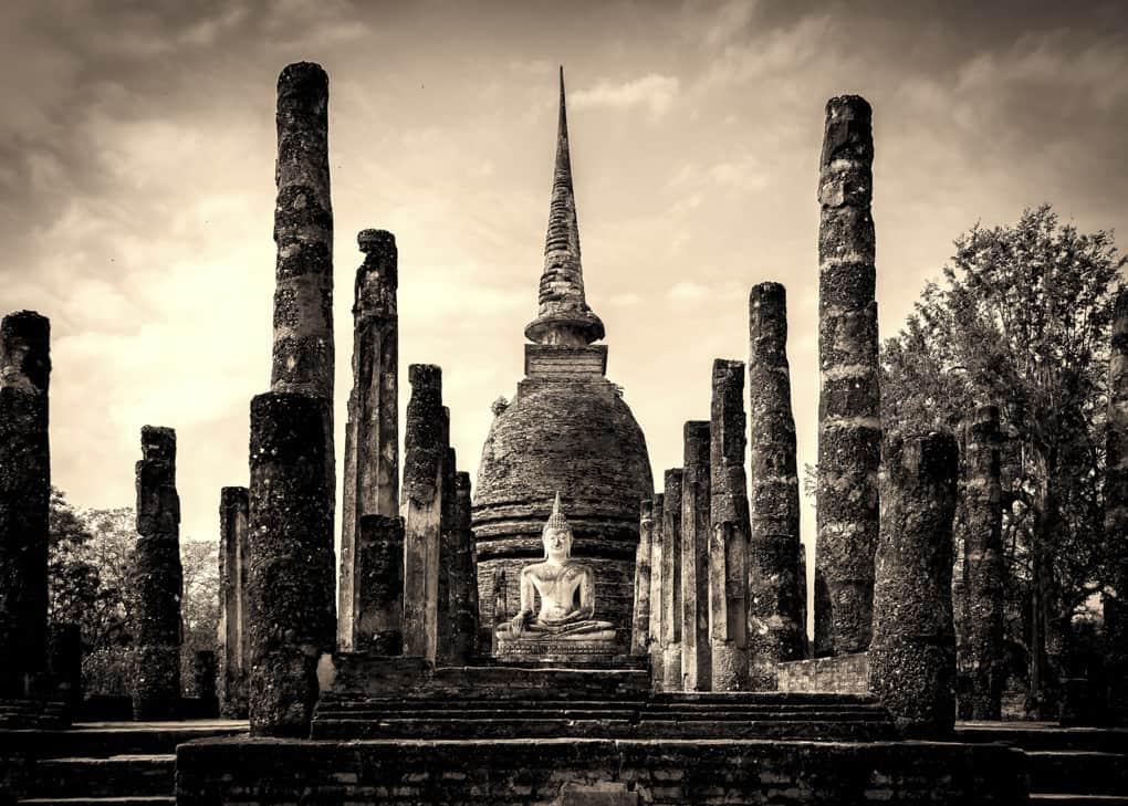 Historischer Tempel in Thailand nach der Bearbeitung des Fotos die zur Reisefotografie dazu gehört