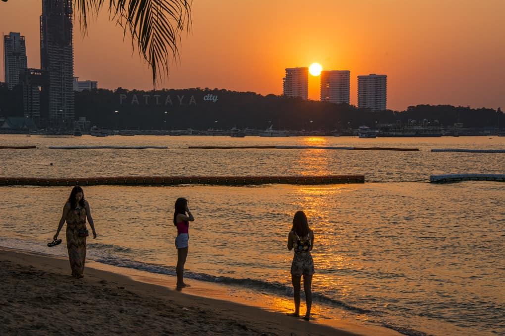 Weitwinkelaufnahme an der Beachroad in Pattaya