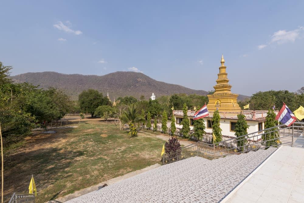 Goldene Pagode im Tempel Tham Mae Ya