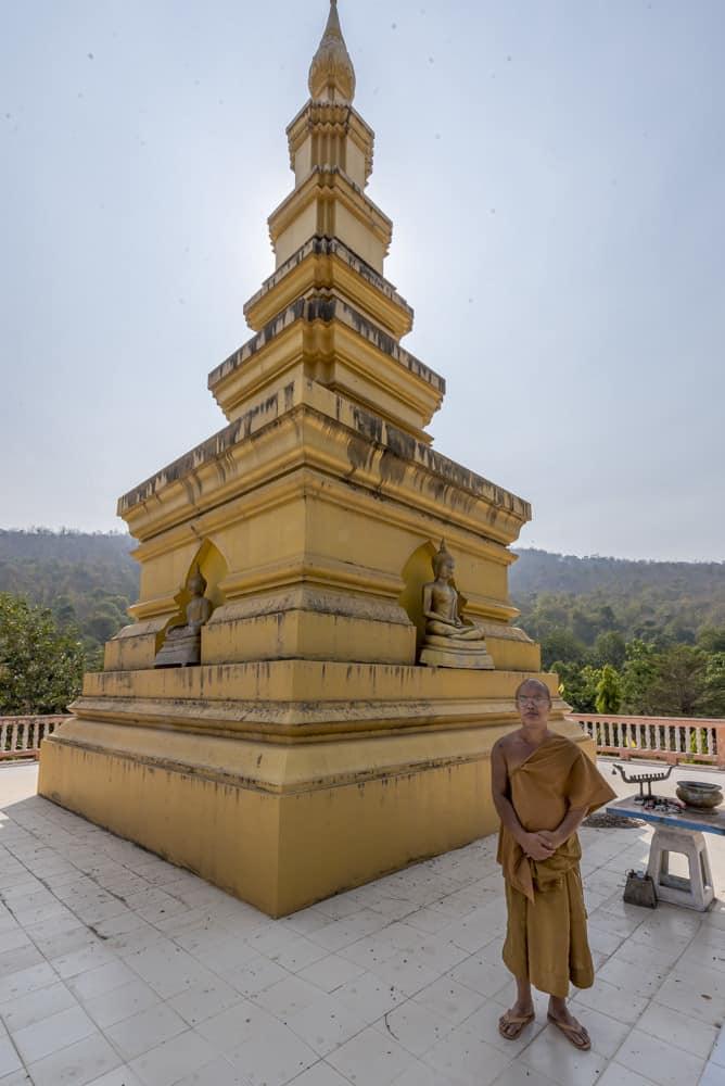 Mönche mit der goldenen Pagode