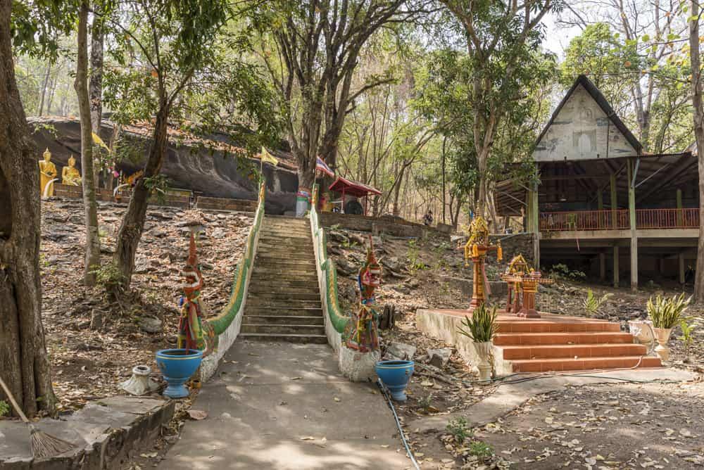 Naga-Schlangen an der Treppe zur Mae Ya Cave Sukhothai