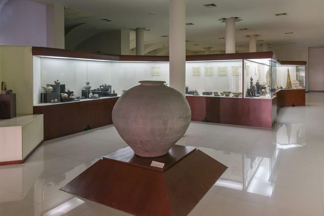 Eingangsbereich der Ausstellung im Sangkhalok Museum Sukhothai