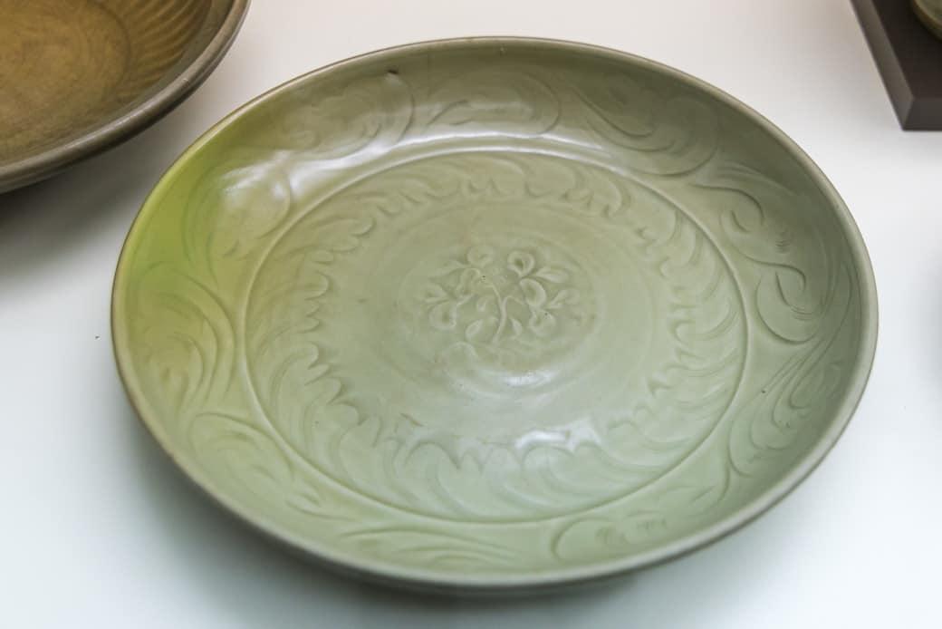 Teller oder Platte mit Celadon Glasur