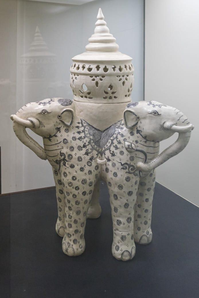 Dreiköpfige Elefantenlaterne im Sangkhalok Museum in Sukhothai
