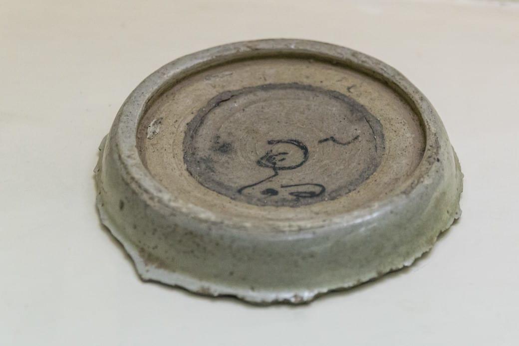 Beschriftung durch den Hersteller der Sangkhalok Keramik