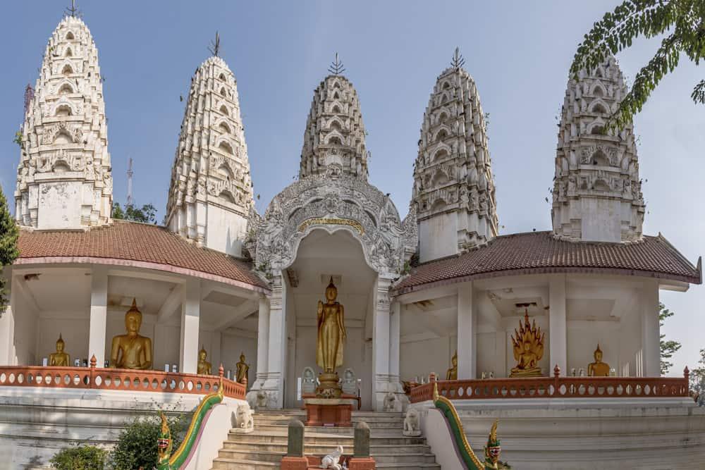 Buddha-Statuen im Wat Mae Schrein in Sukhothai
