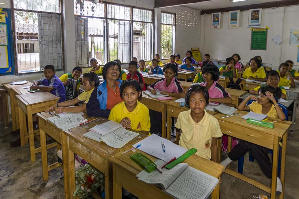 Schulklasse in kleinem Dorf
