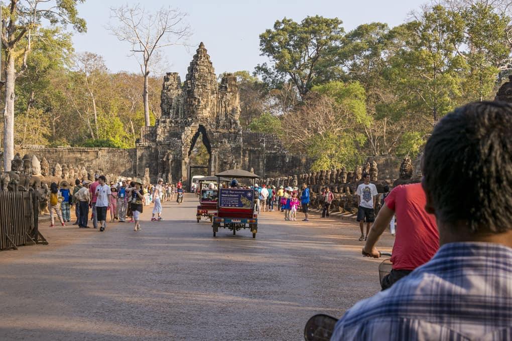 Eingang von Angkor Thom am Südtor mit den Götter und Dämonen