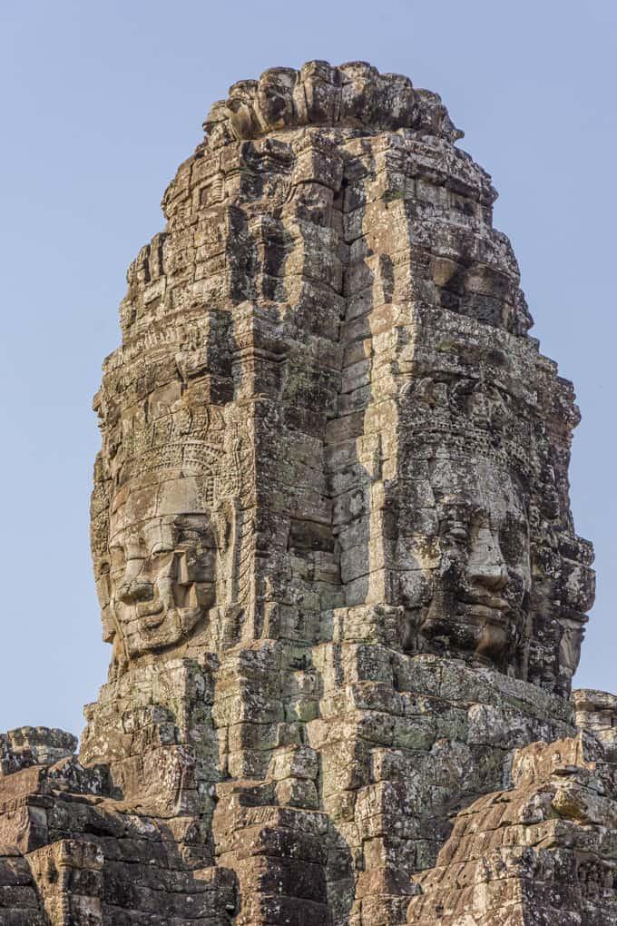 Gesichter am Tempelturm - die vier Gesichter des Bodhisattva Lokeshvara.