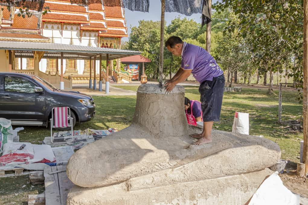 Bau eines Buddhas am 21.01.2018 im Wat Krachonkaram in Sukhothai - Thailand