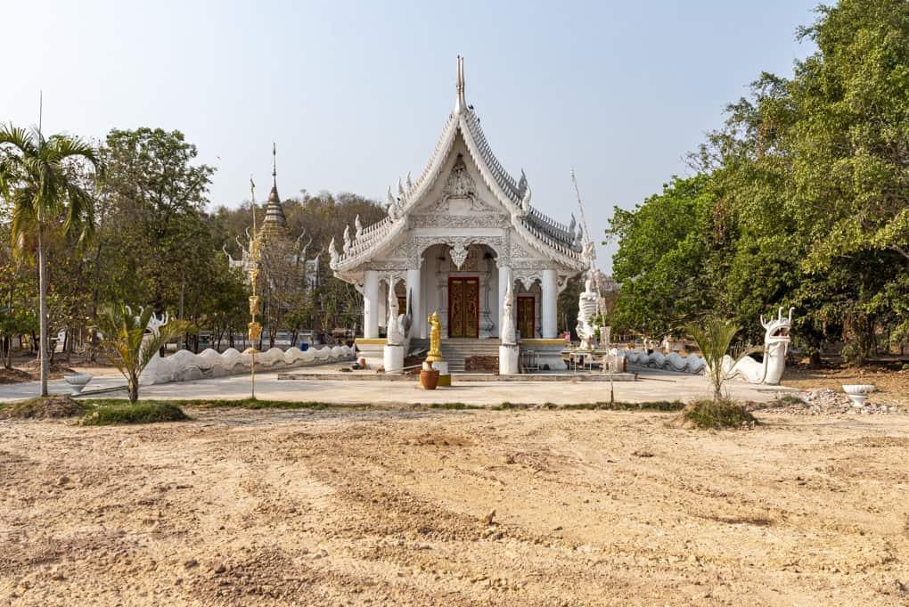 Wat Mai Charoenphol – der größte liegende Buddha