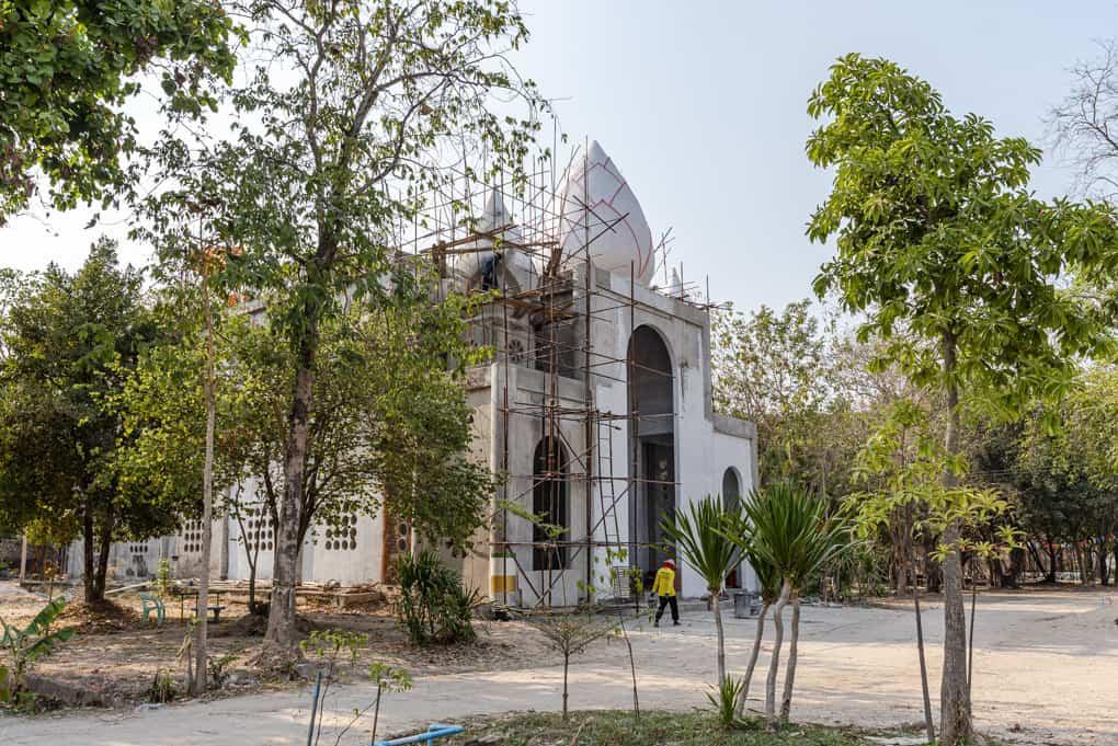 Wat Mai Charoenphol der Viharn Im Bau