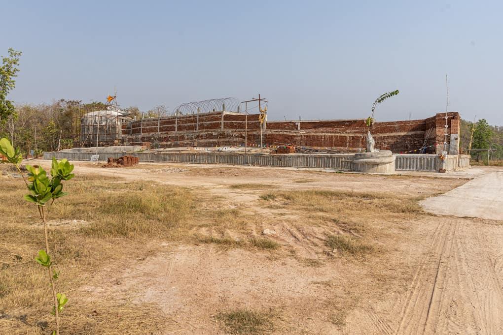 Im Bau befindliche riesige liegende Buddha-Statue