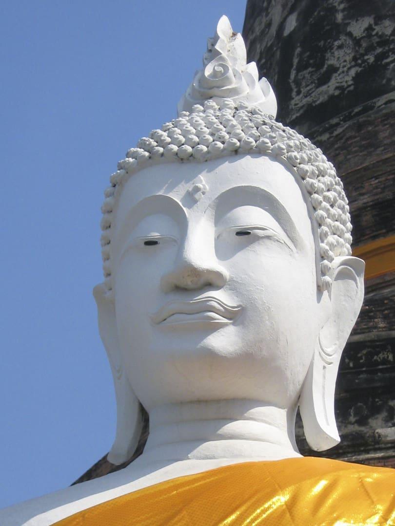 Buddha-Kopf mit Flamme