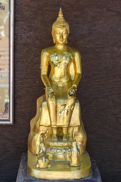 Sitzender Buddha mit Affe und Elefanten