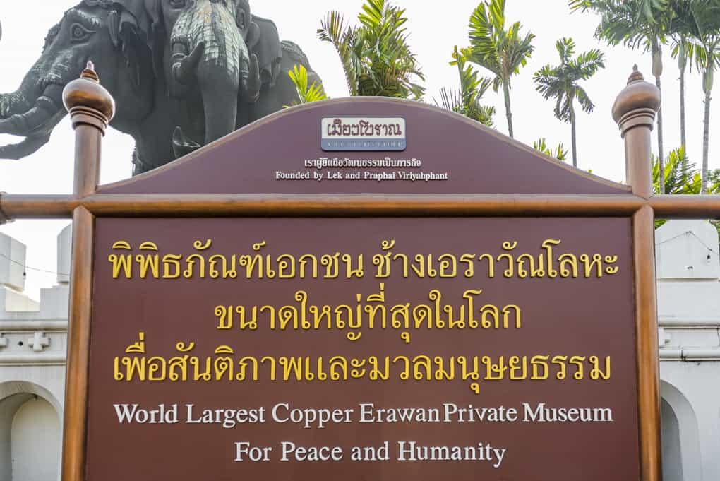 Eingangsschild des Erawan-Museums in Bangkok
