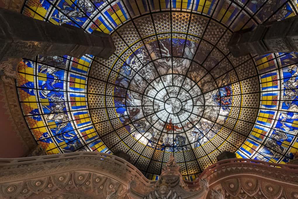 Blick auf das Glasdach des deutschen Künstlers Jakob Schwarzkopf am Eingang zum Elefanten