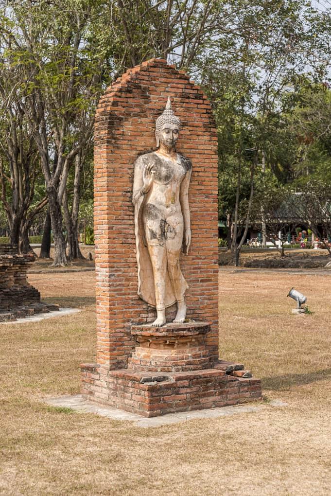 Schreitender Buddha im Historischen Park Sukhothai