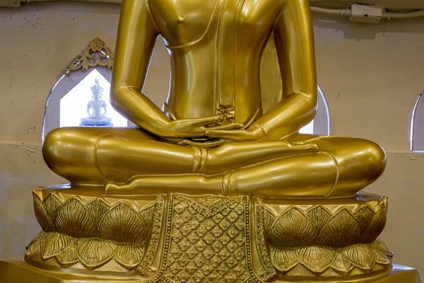 Im Lotussitz sitzender Buddha