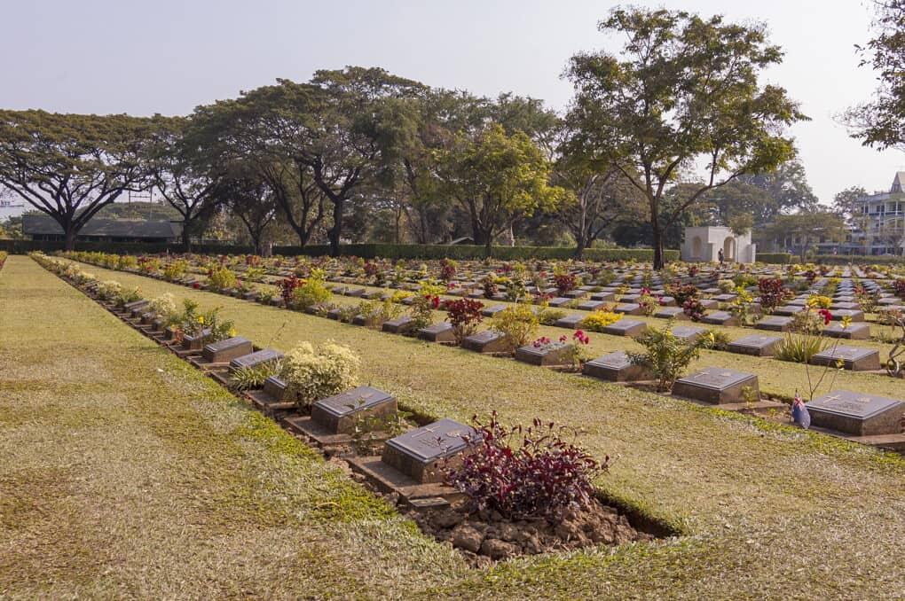 Die Grabsteine auf dem Soldatenfriedhof