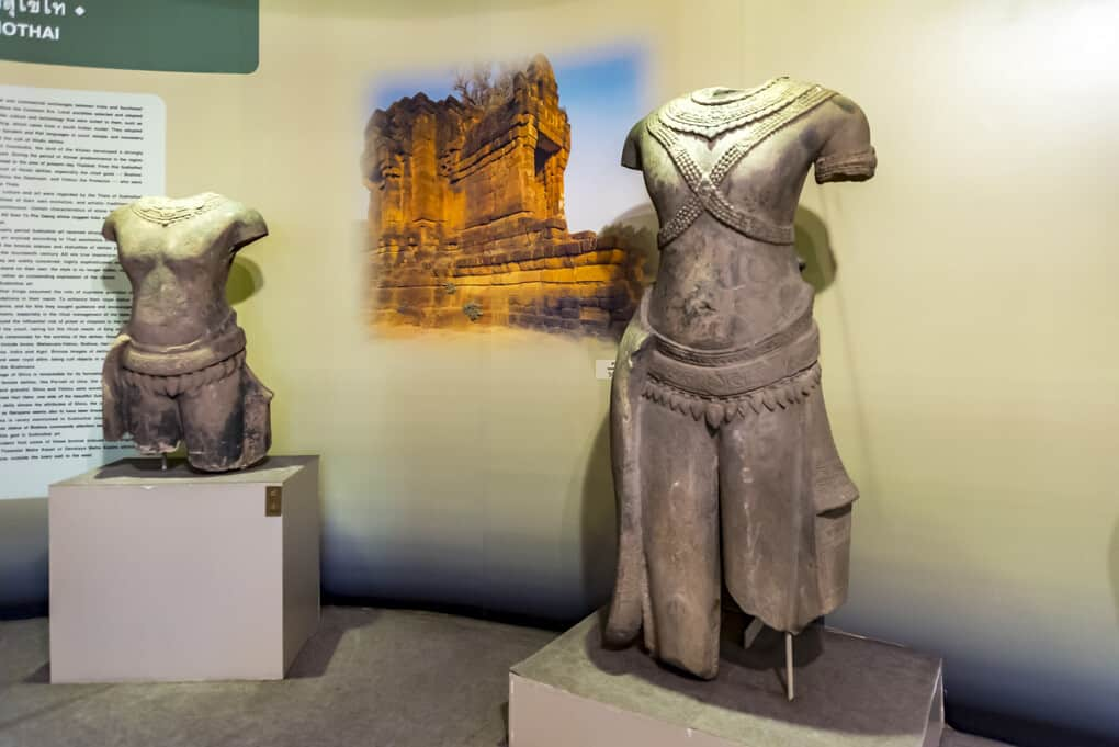 zwei der original Statuen