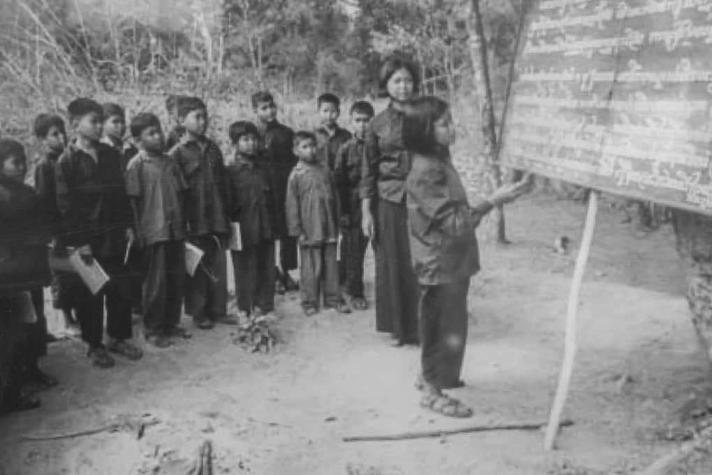 Historische Aufnahme vom Schulbetrieb - Foto im Tuol-Sleng-Genozidmuseum Phnom Penh