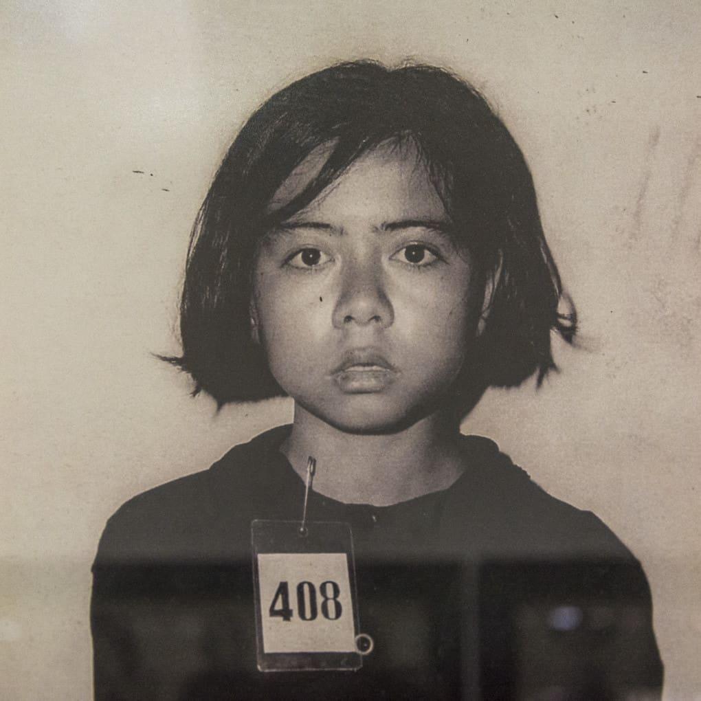 Aufnahmefoto eines jungen Mädchens - Foto im Tuol-Sleng-Genozidmuseum Phnom Penh
