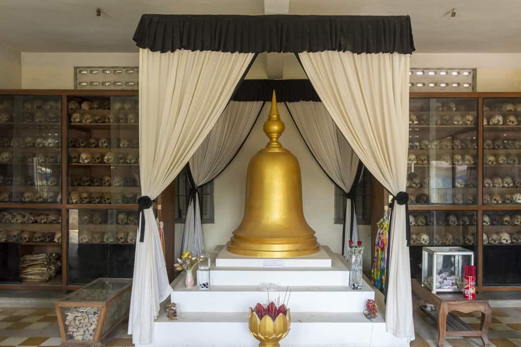 Gedenkstupa im Gefängnis S-21 und im Tuol-Sleng-Genozidmuseums