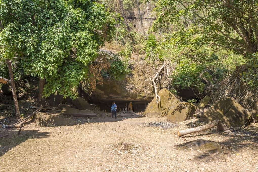 Die Höhle der heiligen Quelle im Wat Phou