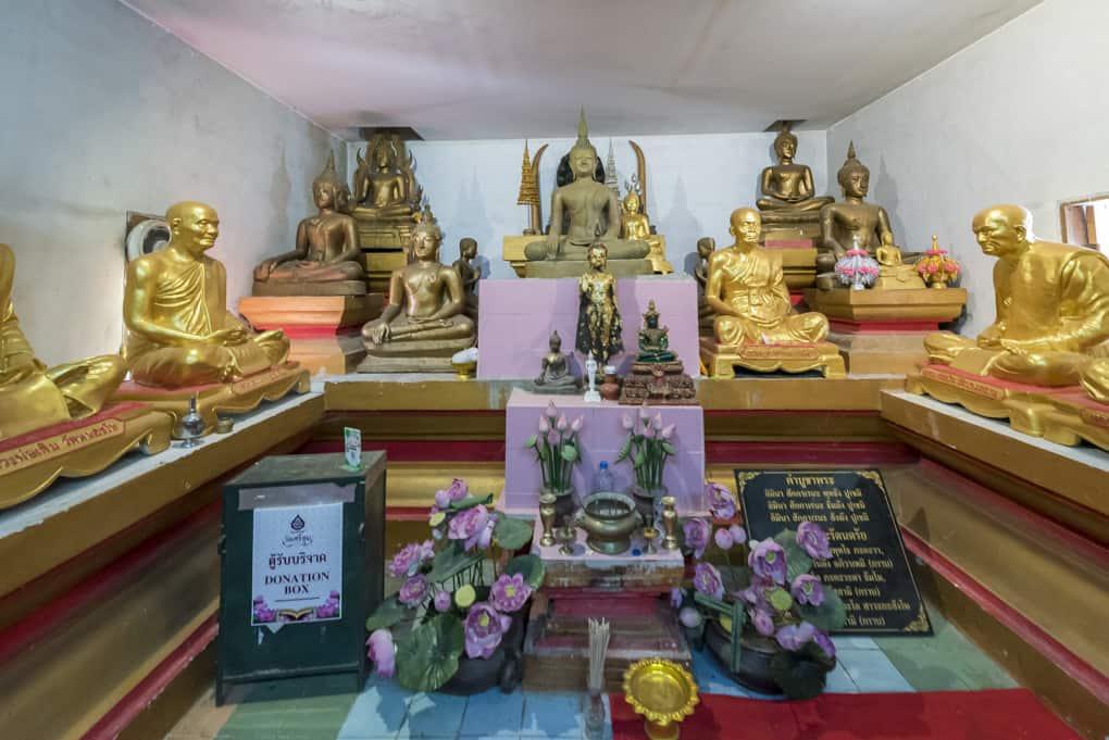 Der Raum mit den Buddha-Statuen