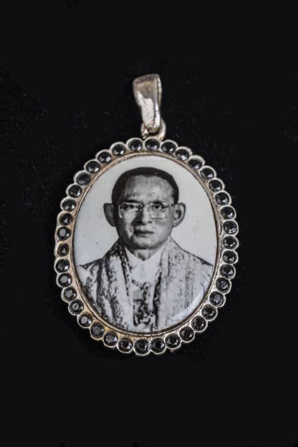 Anhänger mit dem Bild seiner Majestät Bhumibol Adulyadej