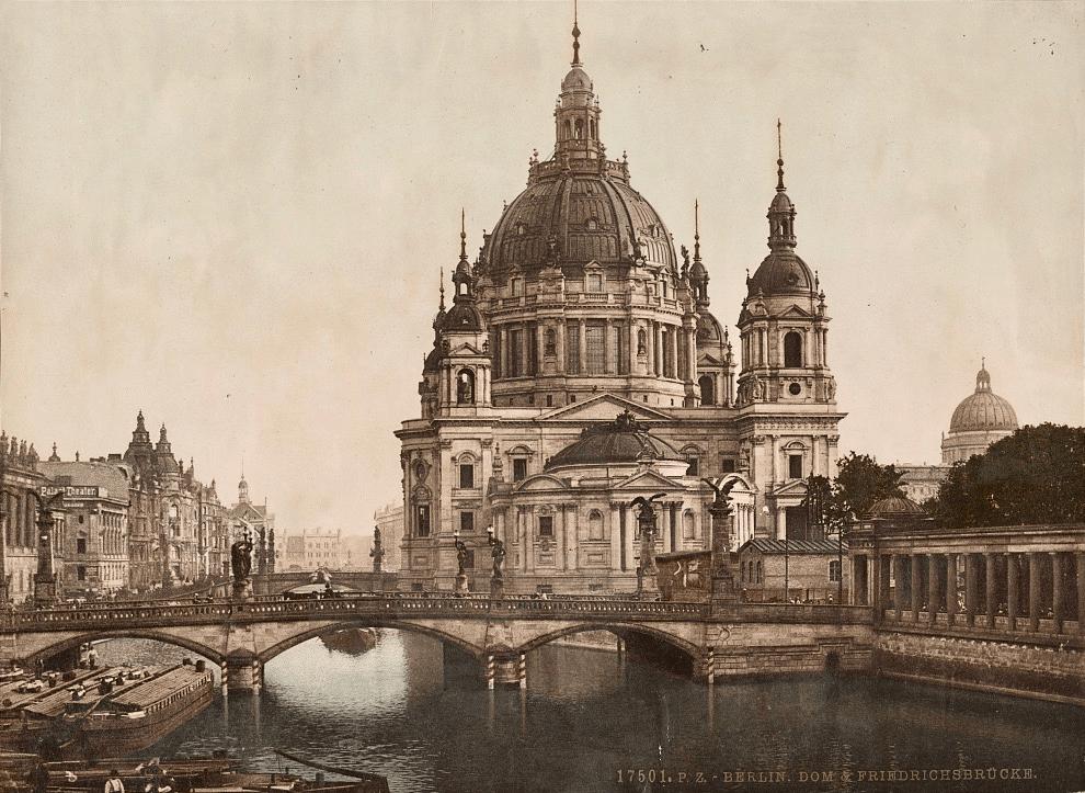 Berliner Dom um 1900 mit der Friedrichsbrücke und der Denkmalskirche